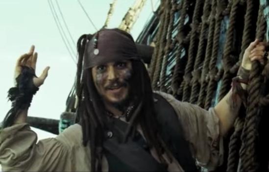 Bild eines etwas dümmlich in die Kamera schauenden Piraten